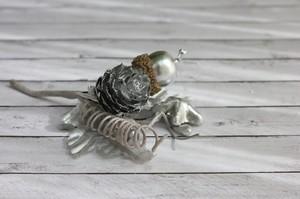 Букетик с сосновой шишечкой и звездочкой, серебристый, 1 шт