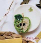 """Брошь. Набор для вышивки бисером украшения на натуральном художественном холсте """"Зеленое яблоко"""""""