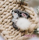 """Брошь. Набор для вышивки бисером украшения на натуральном художественном холсте """"Зайка"""""""