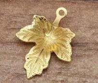 Металлическая подвеска Лист кленовый 12*15мм цв. золото