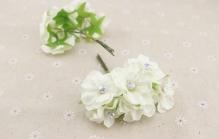 Цветы из ткани с жемчужиной  3см цв.шампань