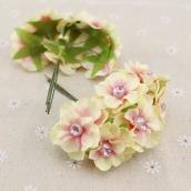 Цветы из ткани с жемчужиной  3см цв.нежно-розовые